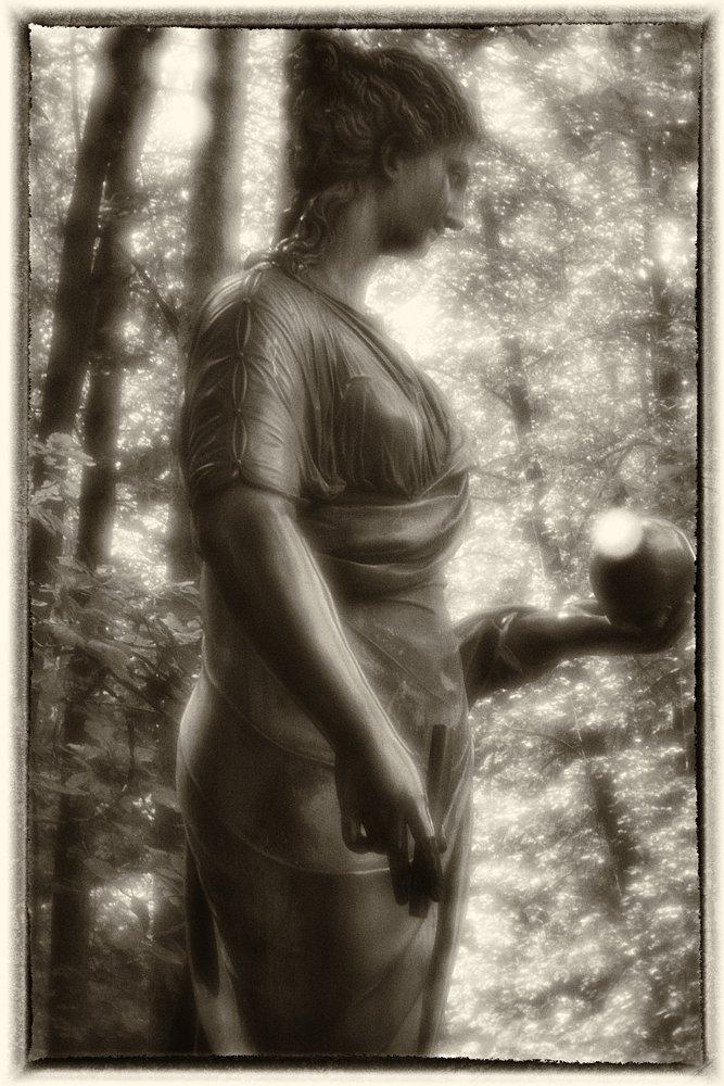 monoclemania-pavlovsk-park-sculpture-1.jpg