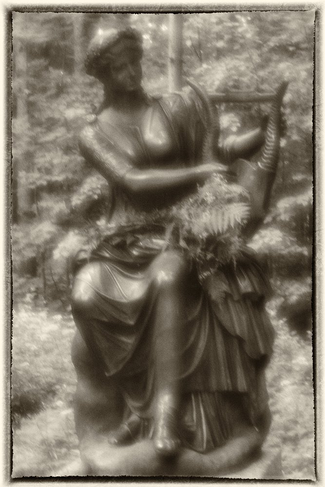 monoclemania-pavlovsk-park-sculpture-3.jpg